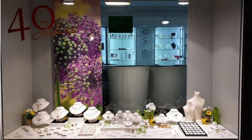 Schaufenster Deko Blumen