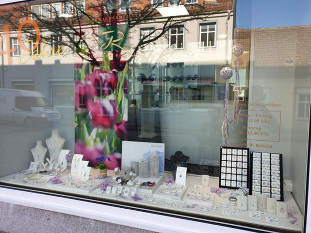 Frühlingsdeko Schaufenster Tulpen